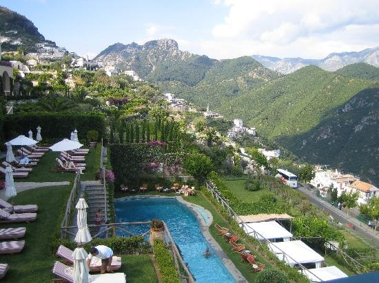 Hillside pool at the palazzo sasso ravello italy for Hotels in ravello with swimming pool