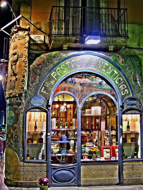 Barcelona, Art Nouveau Shop. Antigua Casa Figueras (fábrica de pasta) fundada en 1820, hoy Pastelería Escribà.