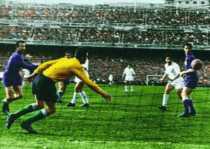 Real Madrid 2 Fiorentina 0 in May 1957 in Madrid. Alfredo Di ...
