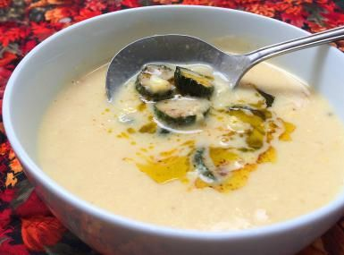 ¡Qué rico sabe el maíz hecho sopa cremosa!: Crema de elote con calabacitas y mantequilla derretida