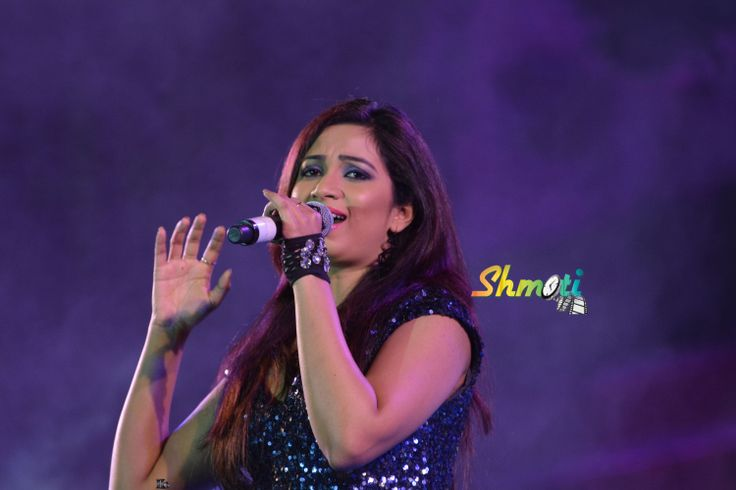 Shreya Ghoshal live in Dharwad Concert http://www.shmoti.com/content/dharwad-utsav-2013-dec15-videos-and-photos