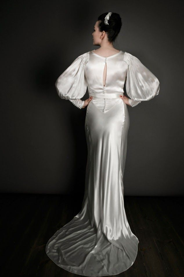 Vintage 1930s Satin Wedding Dresses Satin Original 1930s Wedding Dress 1250 In 2020 Satin Bridal Gowns Wedding Gowns Vintage Wedding Dresses Satin