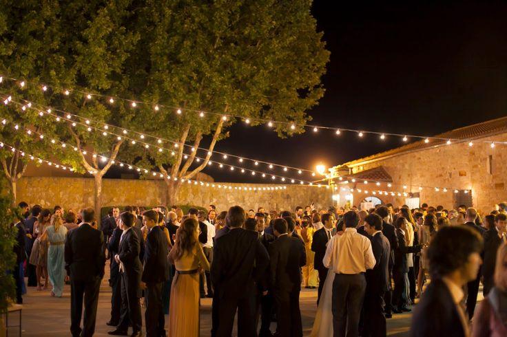 Las 25 mejores ideas sobre bodas de noche al aire libre for Bodas de noche en jardin