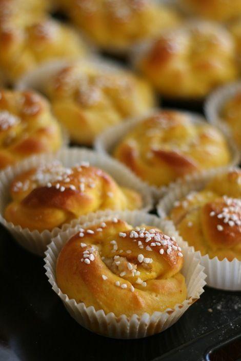 Lussekatter/Lussebullar   saffron buns