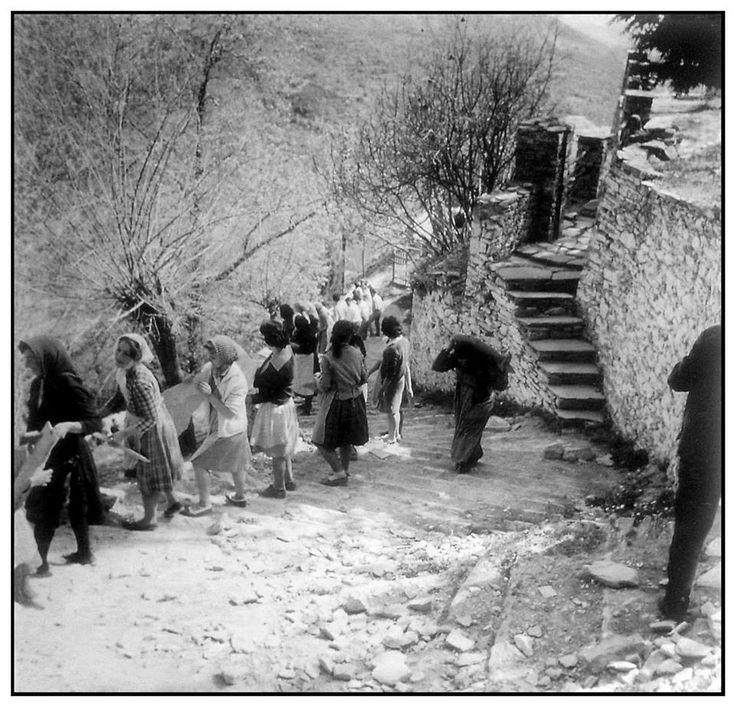 Μακρινίτσα, μετά τους σεισμούς του 1955..... Φωτογραφία Δημήτρη Λέτσιου