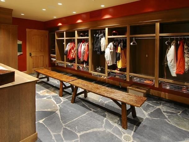 Wow...a locker room at home for all five kids and their gear....AMAZING!!! -------------------- Nice Room.