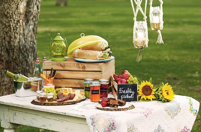 Ce ziceti de un weekend in natura? Va asteptam cu farfurii,pahare,suporturi pentru aperitive... http://www.casa-alessia.ro/