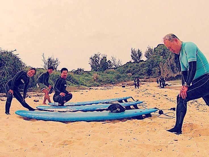 SURF前のストレッチ サーフィン前にはしっかりストレッチをしましょー 日頃のケアも忘れずに 沖縄はほぼ夏です この時期の日差しは強いので 日焼け止めを忘れずに たまにはこういう写真もいいですね #シーナサーフ #沖縄 #サーフィン #沖縄サーフィン #okinawa #seanasurf #surf #fun #wave #波 #いい #裏 #真栄田 #sup #4月 #綺麗 #青い #暖かく #真栄田岬 #ストレッチ #ケア #日焼け #stretch #写真 #photo #gopro #thankyou