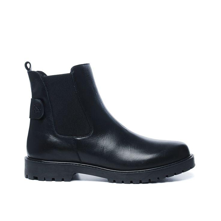 Zwarte leren chelsea boots // Damesschoenen // 99.99 // Sacha.nl