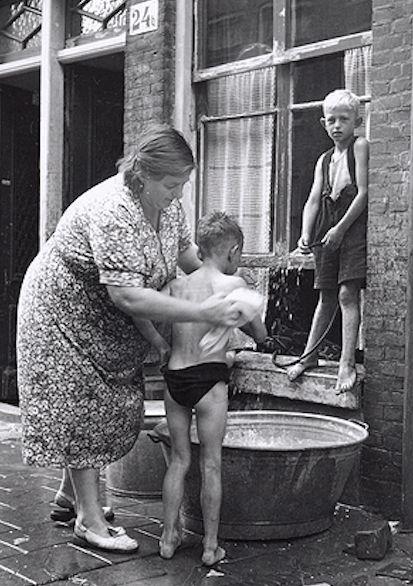 Domenica!! Il bagno nella tinozza.
