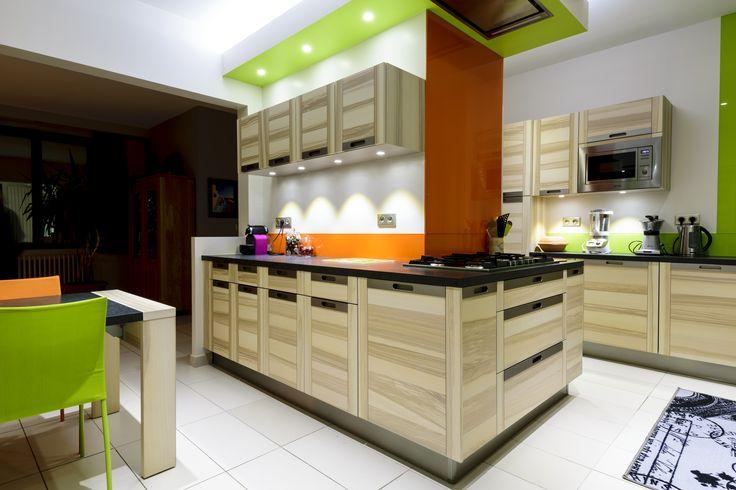 Faites le plein de vitamines avec cette cuisine gaie et colorée réalisée par le magasin Arthur Bonnet de Chambray-lès-Tours ! Modèle Attitude, Ligne Signatures