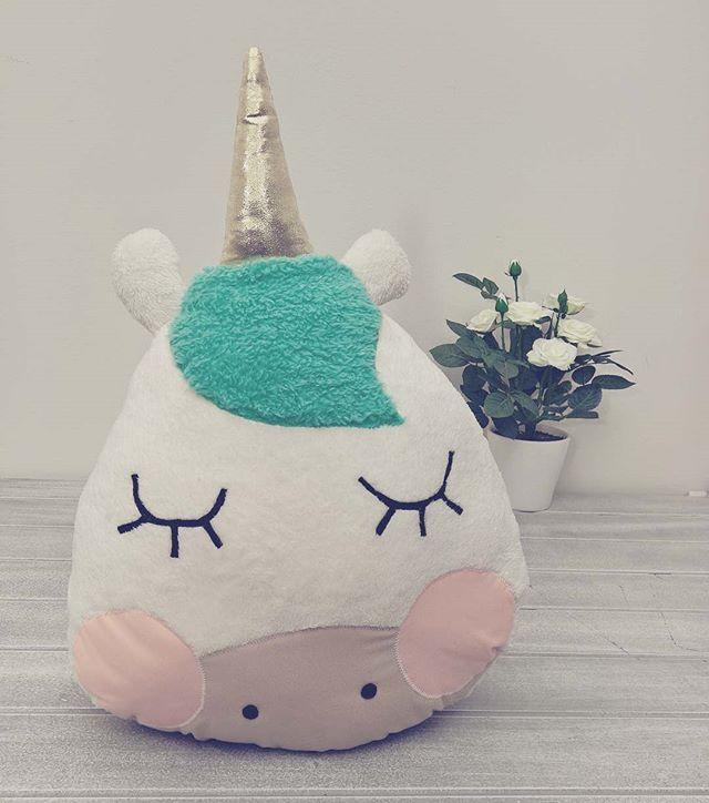 Y mañana en #Paperpop... Cojín en forma de unicornio !!
