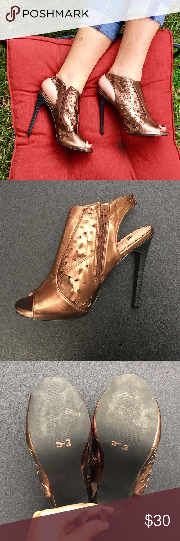 Shoe Dazzle Bronze Heels This fierce pair of bronze heels by Shoe Dazzle are in excellent condition and are a stylish staple in your closet. Shoe Dazzle Shoes Heels