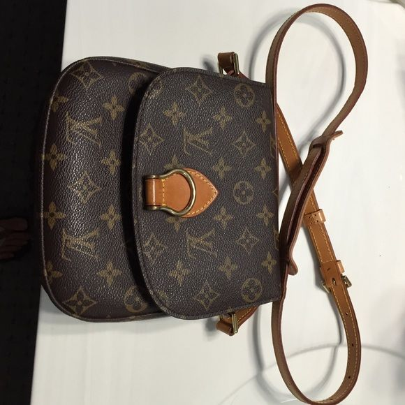 Luis Vuitton messenger bag Buy long time ago, been use just a few time and don't touch. Very good condition. No dust bag thanks Louis Vuitton Bags
