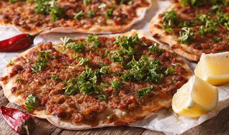 Ανοιχτή πίτα με κιμά (λαχματζούν)