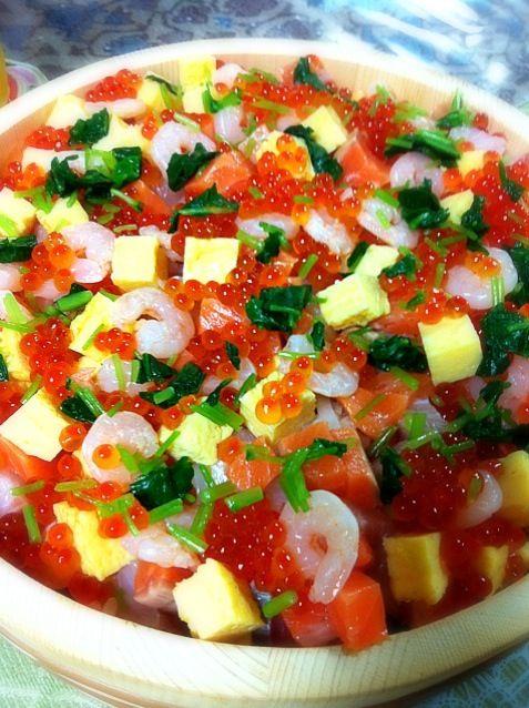 今日は義弟のバースデー♡ てことで、ちらし寿司食べました♬ あなご、鯛、サーモン、イカ、海老、たまご、いくらたーっぷり♡ - 122件のもぐもぐ - 海鮮ちらし寿司 by amyamy