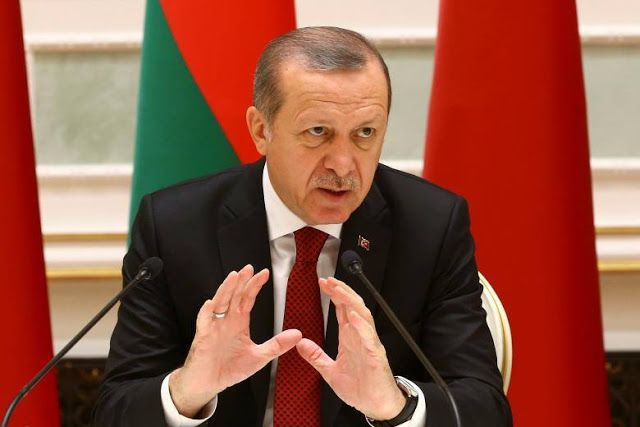 Tentaranya dibom Assad Erdogan hubungi Putin  Presiden Turki : Tayyip Erdogan (Reuters)  Presiden Turki Tayyip Erdogan pada Jumat (25/11) berdiskusi dengan Vladimir Putin mengenai serangan terhadap pasukan Turki di Suriah. Pihak militer Turki mengatakan serangan udara pada Kamis (24/11) yang menewaskan 3 tentara Turki diduga dilakukan oleh pihak kemanan Suriah. Jika benar ini adalah kali pertama pasukan Turki tewas di tangan Assad. Insiden ini menimbulkan peningkatan kekhawatiran di medan…