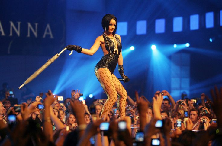 Rihanna performs at the TUI Arena on May 25, 2007 in Hanover, Germany.