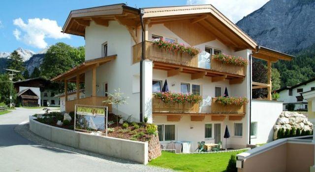 Appartements 4 Jahreszeiten - #Apartments - EUR 51 - #Hotels #Österreich #Ehrwald http://www.justigo.lu/hotels/austria/ehrwald/app-4-jahreszeiten_39867.html