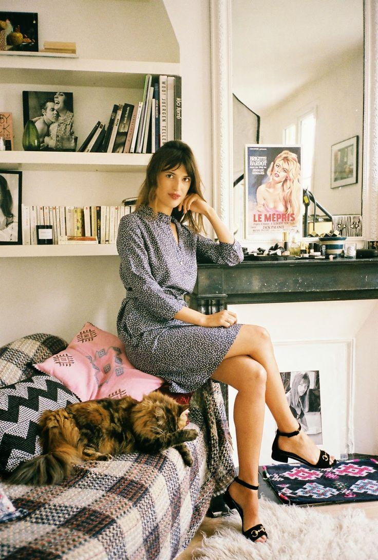 Jeanne Damas in het Paris apartment.