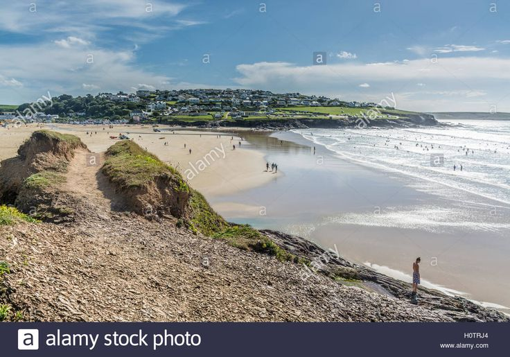Download this stock image: Beach view at Polzeath in North Cornwall - H0TRJ4…