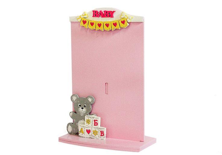 """Рамка для фото """"Baby"""" с мишкой сделана из МДФ с помощью лазерной технологии. Рамка имеет устойчивую подставку. Подойдет для фото 10 на 15. Общий размер рамочки в высоту 18 см, в ширину 12 см. В нижней части рамки выполнен симпатичный мишка, который сидит около россыпи кубиков. А в верхней надпись Baby и праздничные флажки. Основной цвет рамки розовый. Рамочка хорошо подойдет в качестве подарка на день рождения девочки. Купить фоторамочку для малышки можно в интернет-магазине Канышевы…"""