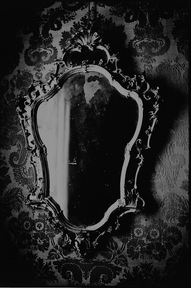 Google Image Result for http://www.homeanddecor.net/wp-content/uploads/2012/02/gothic-mirror.jpg