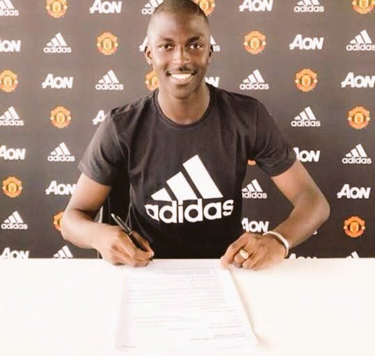 Aliou Badara Traoré signs contract and completes Man United move