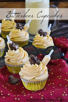 Butterbeer Cupcake Recipe |  Now you can experience your favorite treat from the Three Broomsticks at the Wizarding World of Harry Potter at home!