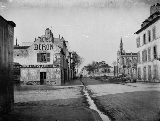 by Charles Marville - La rue du Faubourg-Saint-Jacques, située dans le quartier de Montparnasse est l'une des plus anciennes de Paris. Elle est dans la continuité de la rue Saint-Jacques qui constituait le prolongement du cardo maximus de la Lutèce romaine et la route reliant la ville à Rome. Elle doit son nom au faubourg médiéval situé au-delà de la porte Saint-Jacques de l'enceinte de Philippe Auguste.
