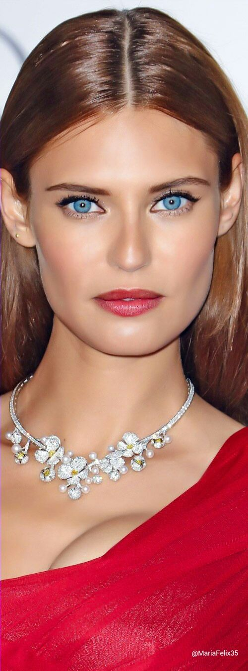 Bianca Balti, Italian model, has the most gorgeous blue eyes. I'm jealous! (=)
