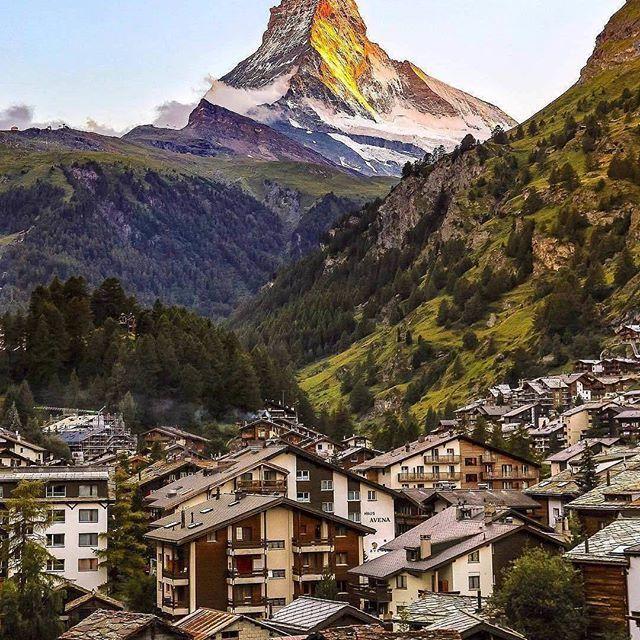 Zermatt, Switzerland 🌴🌳🎄🌳🍥 Follow @travel.dost 💞💝💞@travel.dost💞❤💝💘💞 #wanderlust #ilovetravel #writetotravel ##traveldeeper #travelstroke #travelling #trip #traveltheworld #igtravel #getaway #travelblog #instago #travelpics #tourist #wanderer #wanderlust #travelphoto #travelingram #arountheworld #tourist#solotravel #instago #ig_worldclub #worldcaptures #tourism #worldplaces #worldingram #traveller #traveler #hotel #luxuryhotel