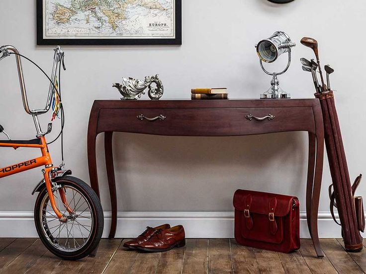 Our Regency console table is the perfect compliment to the nightstands and chest of drawers of the same range. The hand carved mahogany finish gives a sophisticated element to any room of your home.