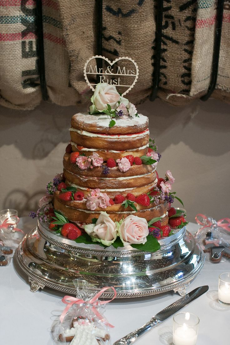 A traditional sponge can make a really pretty wedding cake when its dressed like this