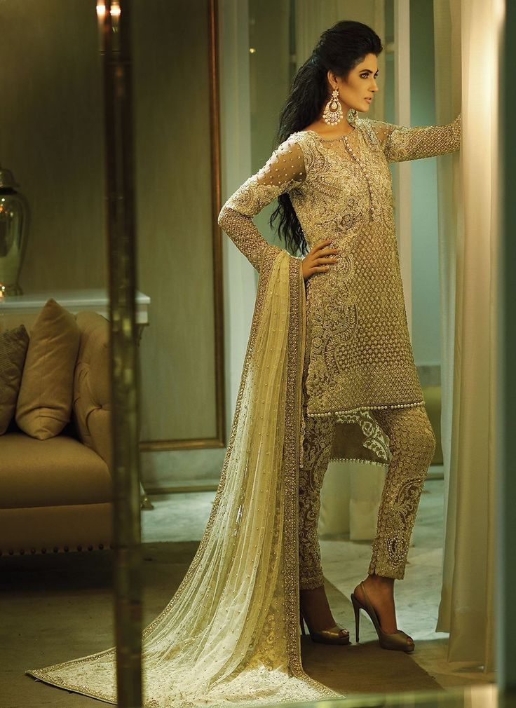 A Faraz Manan outfit, and a man that looks like Shahzad Noor; couture fantasies fulfilled.