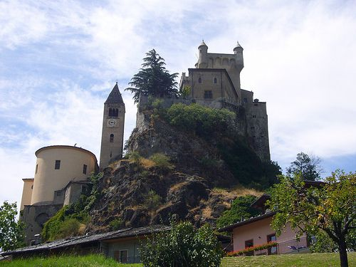 Castello  Saint-Pierre - Built to stand on a rocky spur, the Castle of Saint-Pierre dates back to the 11th century, but its first recorded reference was much later, in 1191. Its fairy-tale appearance, with its turrets and merlons, is attributed to nineteenth-century construction. Many liken its shape to that of a Disney castle, even though it is one of the oldest castle structures in the Aosta Valley - Italy Source: http://mymelange.net/