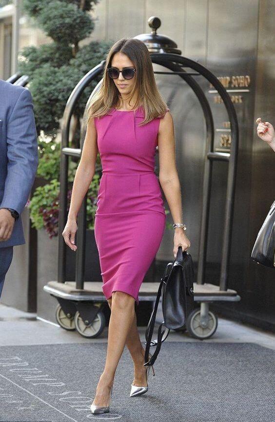 Modelos de Vestidos Tubinho 2020: Queridinho da Realeza Britânica | Work fashion, Dresses for work, Hot pink dresses