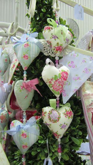 Guirnalda de corazones de tela de rosas cojines Adorna arbol Navidad Roses fabric heart Garland For Christmas tree ornament DIY Tamborine Christmas 014 (1216 x 2160)