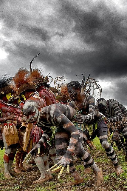 Snake men crossing the Huli men. Papua New Guinea , Highlands, Mount Hagen festival singsing