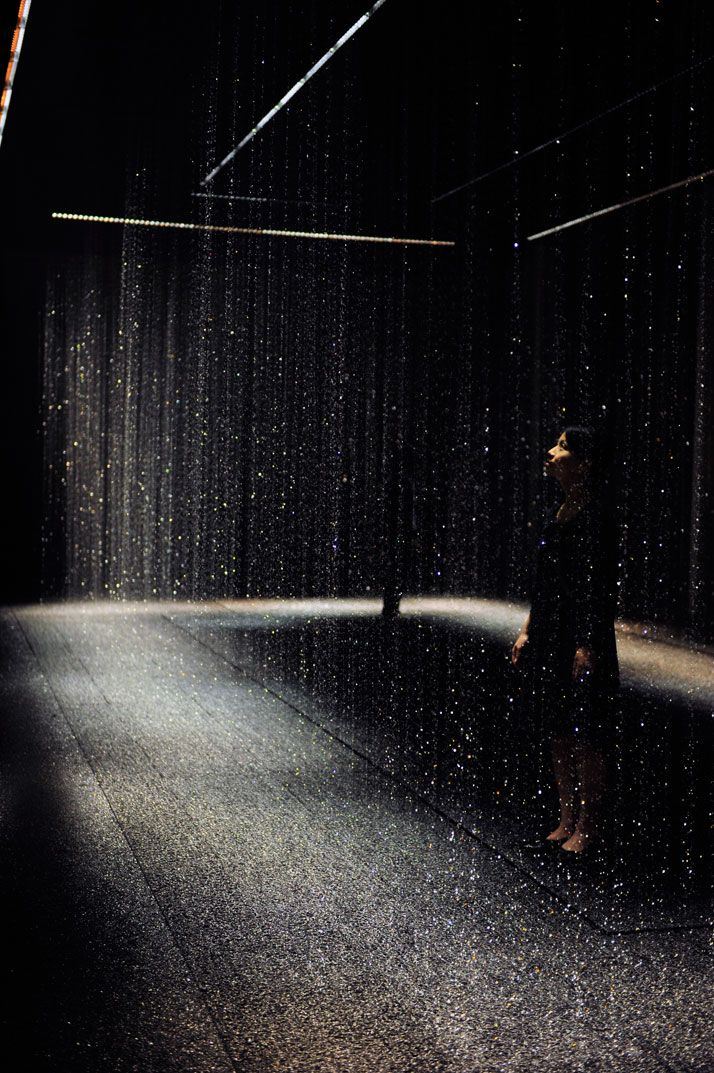 Luce Tempo Luogo by Toshiba (countless LED lights recreate curtains of water, explores the possibilities of LED in conveying emotional resonance)