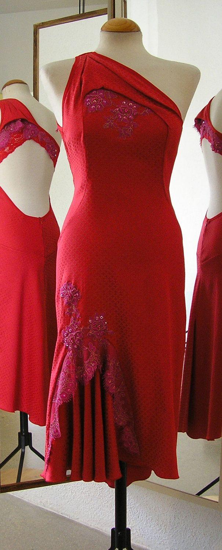Red Tango Dress. €230,00, via Etsy.