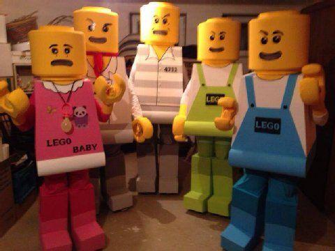 Klasse Idee, toll umgesetzt: Marcel Böttcher schickte uns das Foto von dieser irren Lego-Familie. Bei unseren Lesern lag die Gruppe weit vorne. Stellt sich nur noch eine Frage: Wie schafft man es in so einem Kostüm eigentlich aufs stille Örtchen?