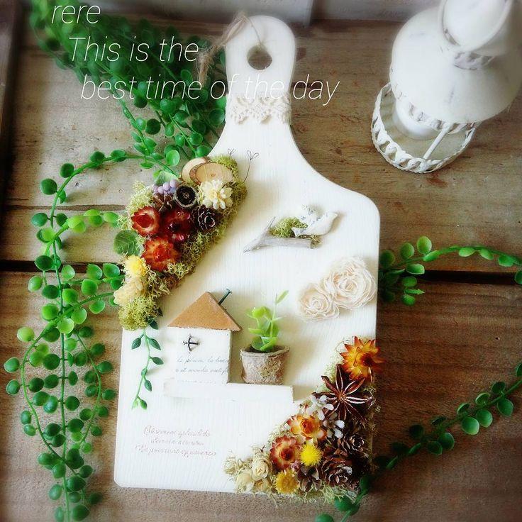 カッティングボードアレンジ 上下にお花や木の実をという  ご希望でした楽しく作りました 段々寒さで起きるのが 遅れがちになります #カッティングボード#アレンジ#花雑貨#木工雑貨#木の実#ハンドメイド雑貨#雑貨#お家#手作り#冬の朝