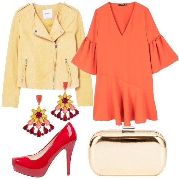 Outfit ispirato ai colori indossati anche di notte. Un abito corto con scollo a v profondo e maniche a campana in arancione, una giacca in pelle color giallo pastello, una pochette color oro e un paio di scarpe con il plateau altissime laccate di rosso. Il look si completa con un paio di orecchini super colorati, un outfit che vi renderà radiose.