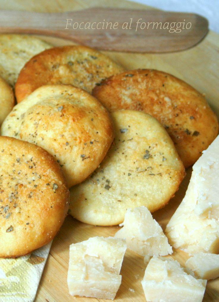 Se dovete organizzare un buffet o una scampagnata all'aperto con pic nic annesso,dovete preparare queste gustosissime focaccine al formaggio irresistibili!