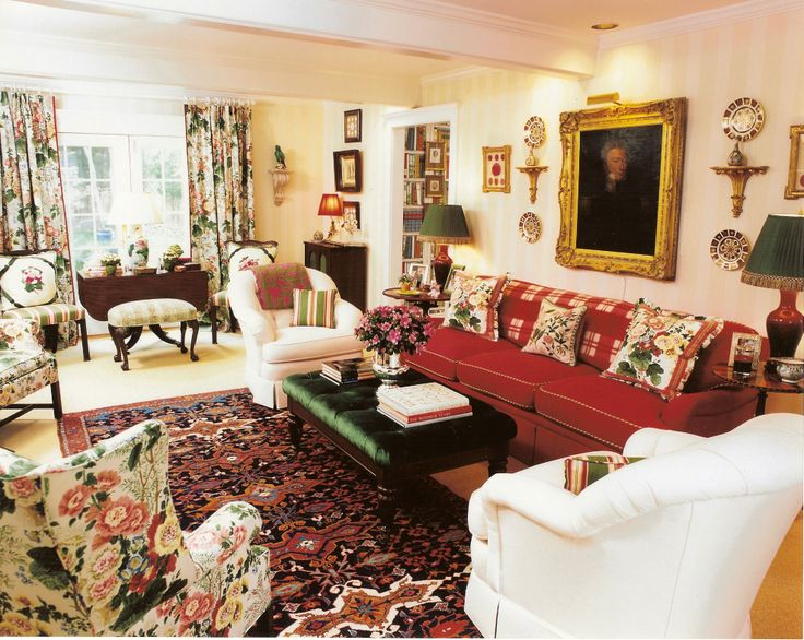 English Country Living Room Reds Florals Wohnzimmer