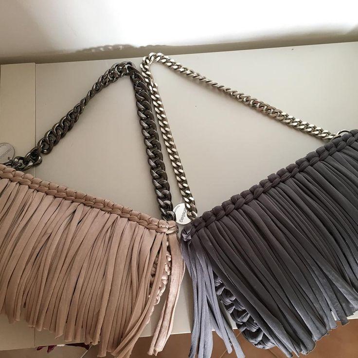 Frange, frange, frange... Fettuccia#handmade #uncinetto #fattaamano #fashion #chrocheting#beige#grey#