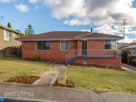 12 Tracy Road, Austins Ferry
