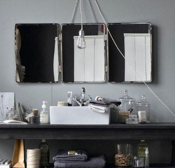 Интересные раскладные зеркала в раме из металла!  Ещё одна находка для любителей стиля и функциональности: такое зеркало впишется практически в любой интерьер. #санузел #сантехника Зеркала: http://santehnika-tut.ru/mebel-dlya-vannoj/zerkala-dlya-vannoj/