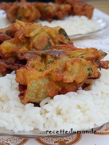 Une petite balade en Inde avec ses beignets d'oignons appelés Onion Bhajis; ultra simple a réaliser et très rapide ! Idéal pour une entrée ou un buffet dînatoire ! Budget; Mini Préparation; 5 à 8 minutes Cuisson; Friture - 5 minutes Ultra simple à réaliser...